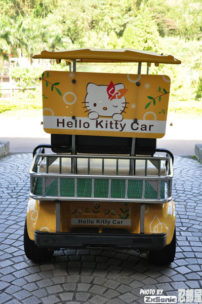 Hello Kitty Golf Kart 02