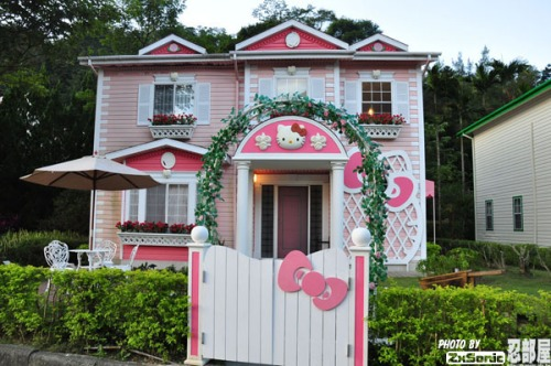 Hello Kitty Pink House 01