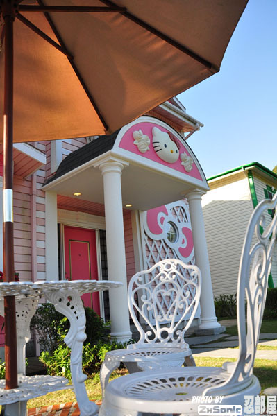 Hello Kitty Pink House 02